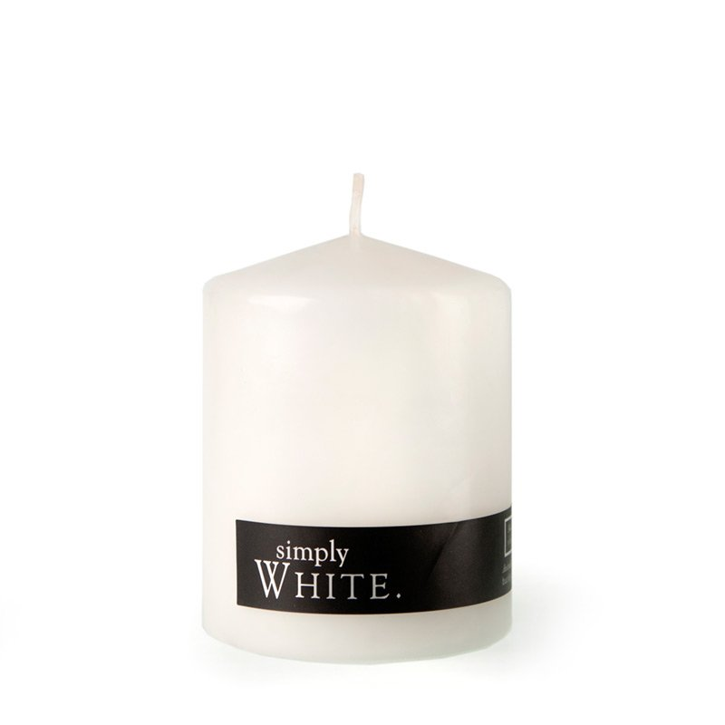 WHITE PILLAR CANDLE MEDIUM